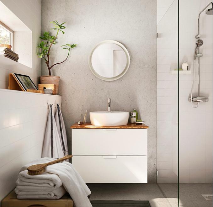 Baño de decoración natural y color blanco propuesto por IKEA