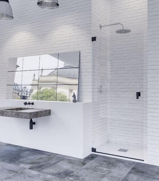 Mampara de ducha moderna y despejada Yacarta con detalles en negro