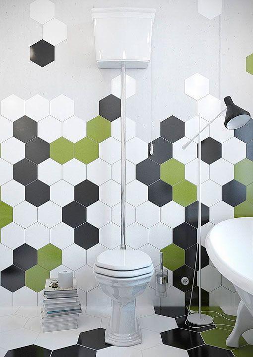 Aseo o baño con baldosas hexagonales de colores