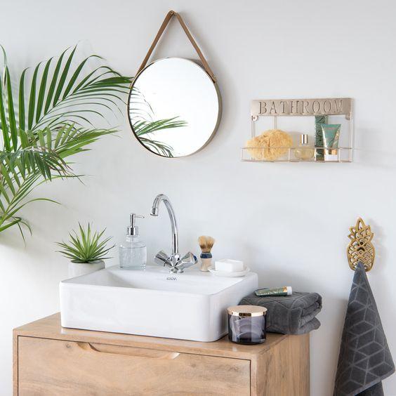 baño de estilo vintage con lavabo superpuesto a mueble estilo años 50
