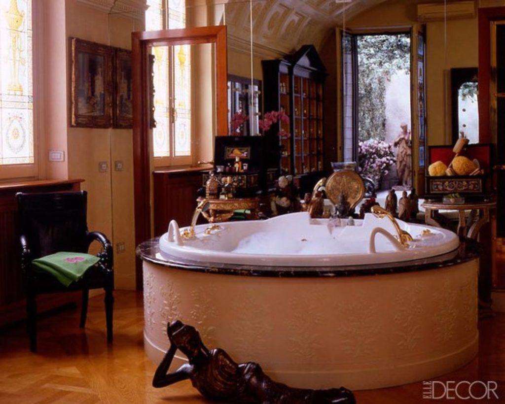 El barroco baño de Donatella Versace