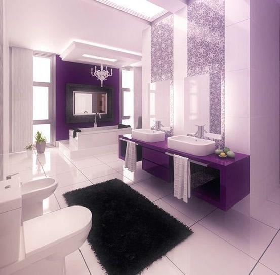 Baño moderno en violeta y blanco con elementos clásicos