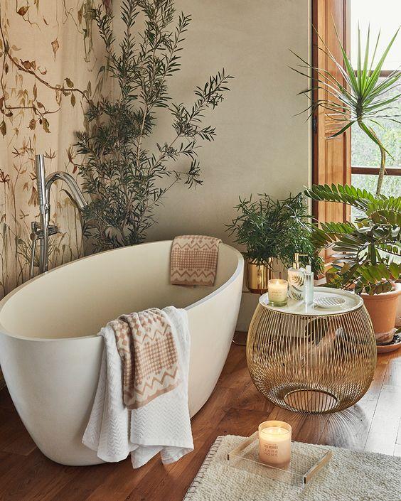 Baño con plantas y bañera exenta
