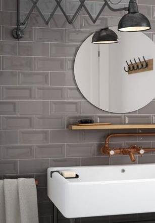 Flexo extensible en el tocador del baño