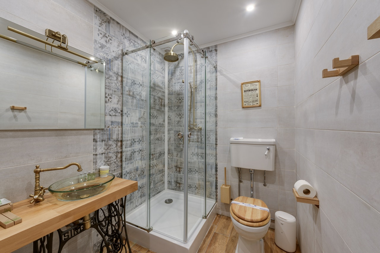 ¿Cómo elegir una mampara de ducha? Todo lo que debes tener en cuenta